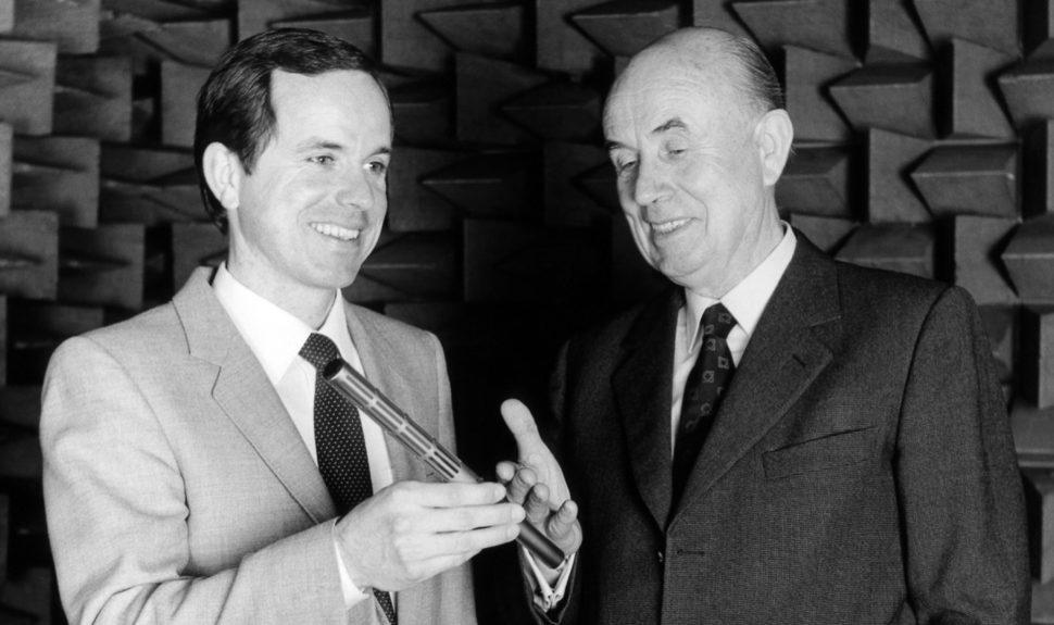 Le fondateur Fritz et son fils Joerg Sennheiser en 1982 © DR