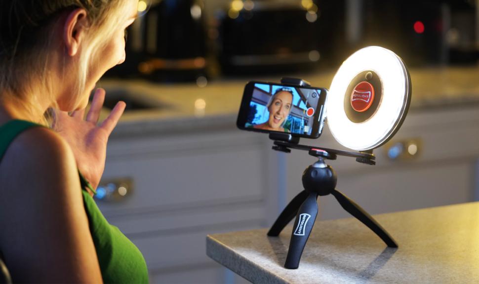Un kit d'éclairage LED pour les Vloggers chez ROTOLIGHT © DR