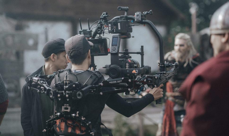 Le teaser d'Assassin's Creed Valhalla dans la place avec le workflow Blackmagic RAW © Sarah Janek / The Companion Photography